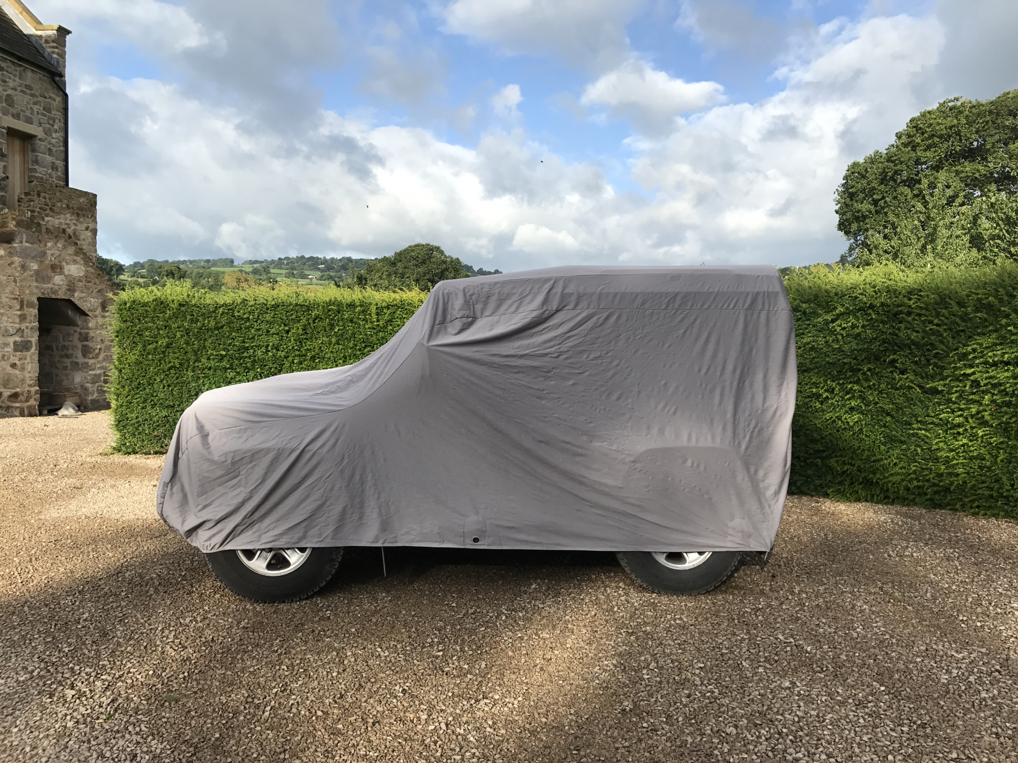 https://www.classicadditions.com/upload/images/blog/10111/-new-land-rover-defender-90-ultimate-outdoor-cover_10111_main_size3.jpg